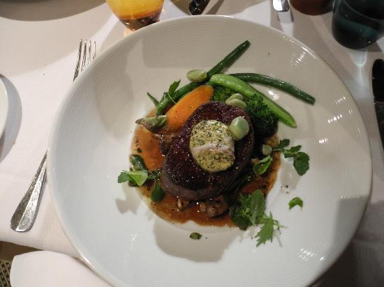 Restaurant Botanica: Beef fillet with home grown seasonal vegetables