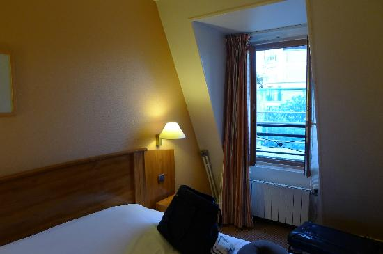 Timhotel Montmartre: Small but great view