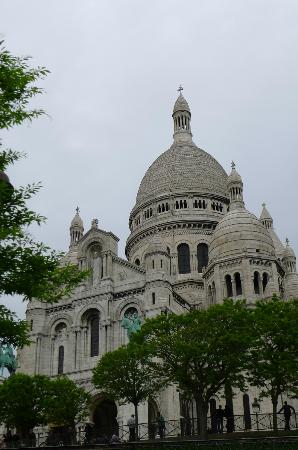 Timhotel Montmartre: Saint-Pierre Church (walking distance)