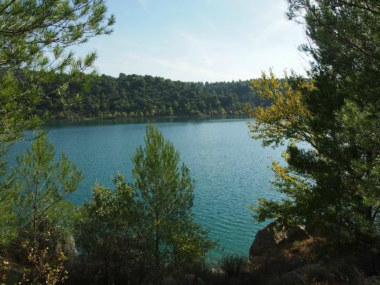 La Charlotte Aix en Provence: Few walks to this lake