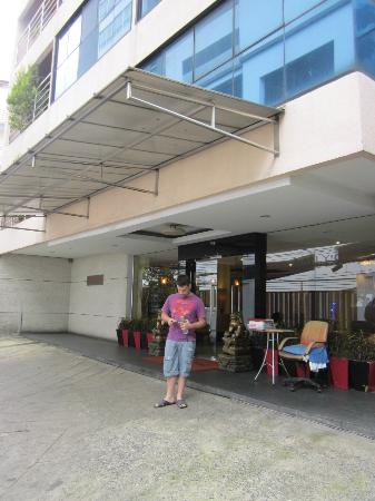 D Varee Diva Bally Sukhumvit: In front of the hotel