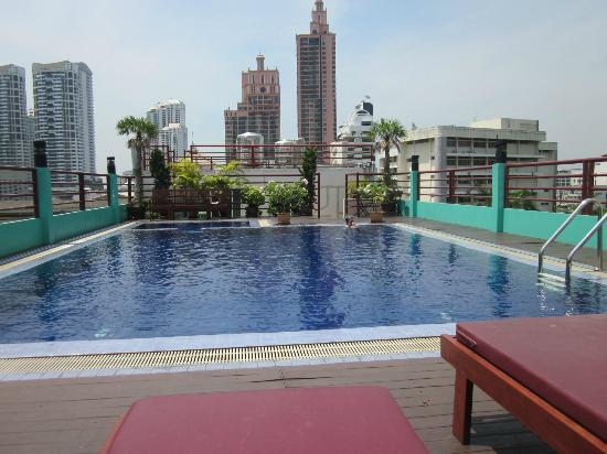 D Varee Diva Bally Sukhumvit: A beautiful view over the city from the pool on top of the hotel 