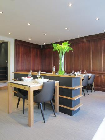 Sa-Qua-Na: dining room