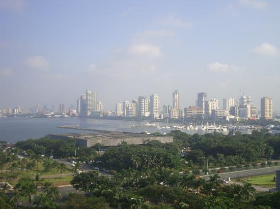 Sofitel Philippine Plaza Manila: sleek city view