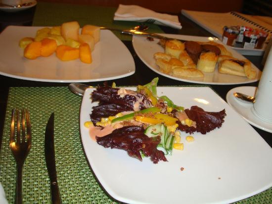 Sofitel Philippine Plaza Manila: food!