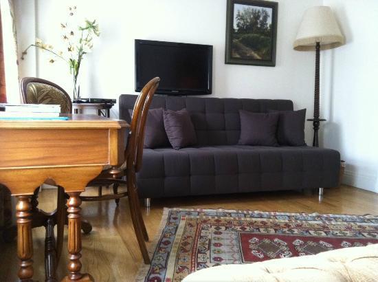 Dila Suites: Sofa Bed
