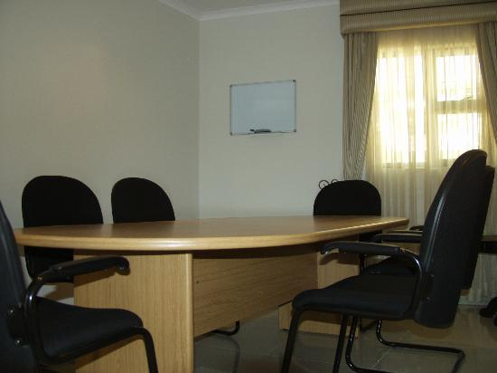 Winnie Guesthouse: Board room