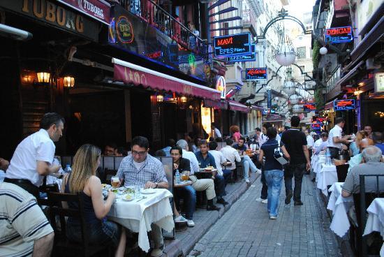 Dila Suites: Fish Restaurants