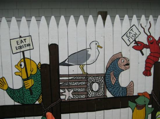 Cape Porpoise Chowder House: Hilarious mural outside of the restaurant