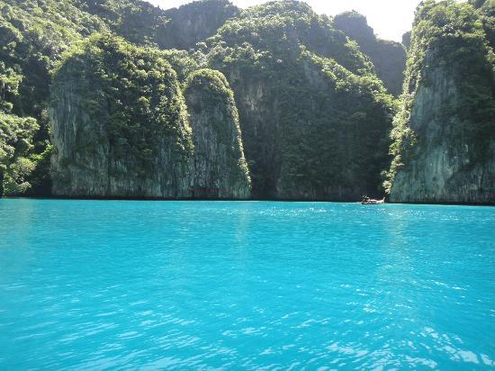 Phuket Sail Tours: View from speedboat Phi Phi Island.
