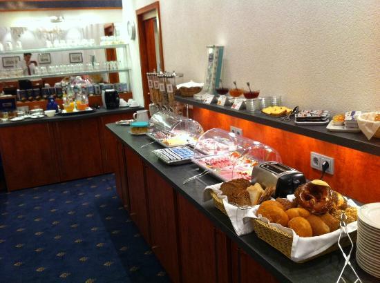 Hotel West an der Bockenheimer Warte: Frühstück / breakfast