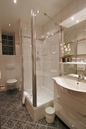 Hotel West an der Bockenheimer Warte: Badezimmer / bathroom