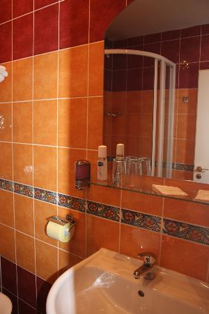 Hotel William: bagno