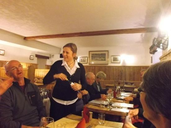 The Old Inn: Super waitress