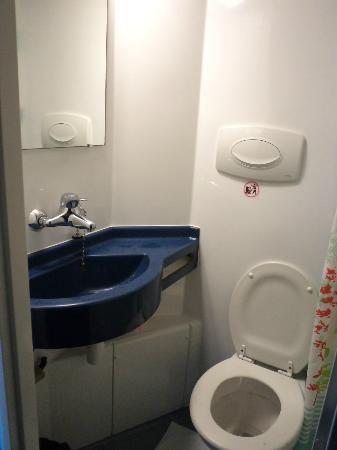 Alfa Hotel Nation : La salle de bains