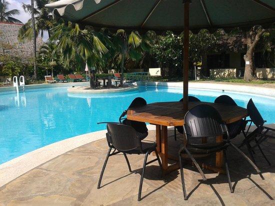 Makuti Villas Resort: pool area
