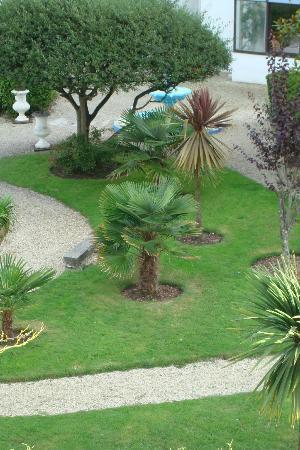 Hotel de la Pointe de Mousterlin : jardin vue de notre chambre