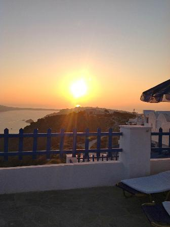 Hotel Atlantida Villas: Beautiful sunset from the Terrace