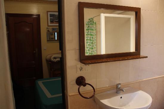 Hostal Moni Albayzin: View from bathroom