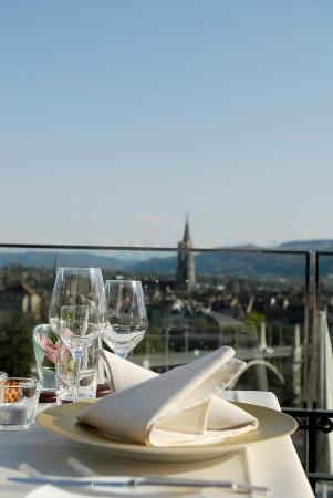 Meridiano: Panoramablick über die Stadt und die Berner Alpen