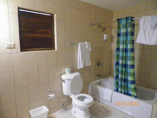 Negril Tree House Resort: bathroom