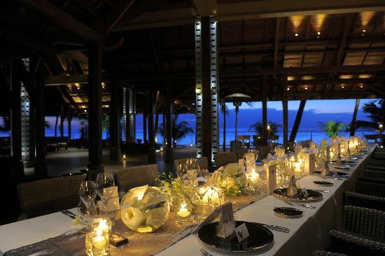 Beachcomber Trou aux Biches Resort & Spa: Wedding Table setting at La Caravelle