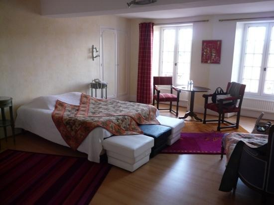 AUBERGE DU CHATEAU (Dampierre-en-Yvelines, France) - Inn Reviews ...