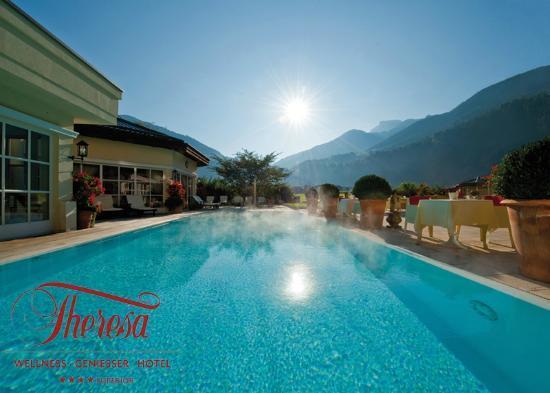 THERESA Wellness Geniesser Hotel: Mit jedem Schwimmzug sich selbst wieder näher kommen.