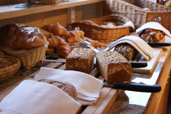 Hotel Waldruhe: Brotbüffet