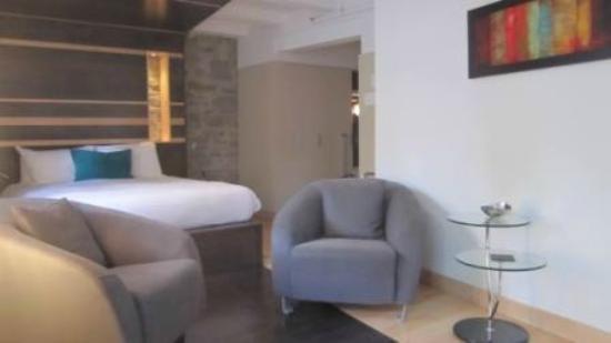 هوتل لو برايوري: Bedroom 