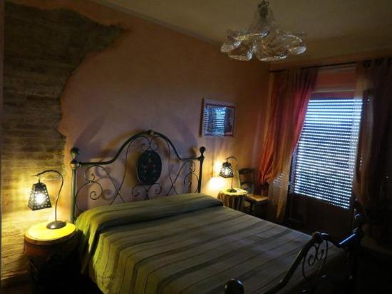 Il Borgo Sulla Collina B&B: stanza Arancione