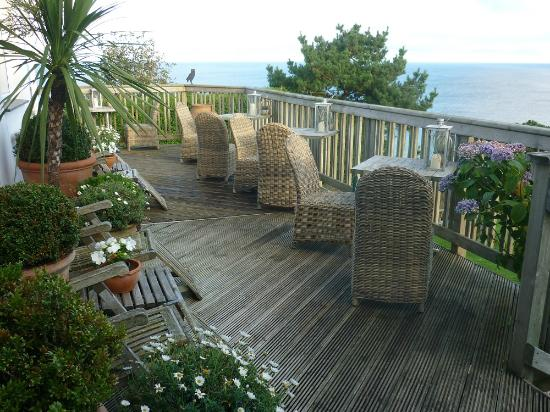Driftwood Hotel: Terrace outside the dining room