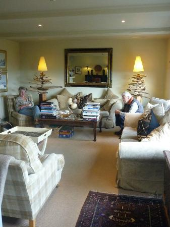 Driftwood Hotel: Afternoon tea in the sitting room 