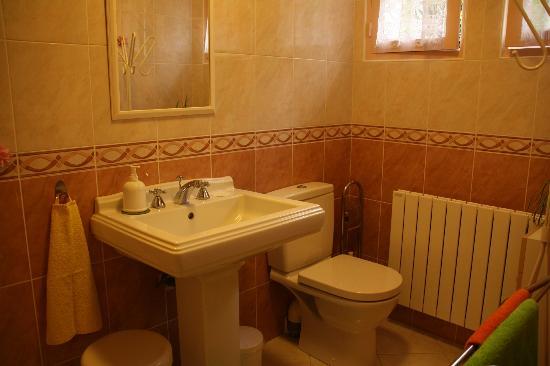 Le Cottage: On the ground floor - Bathroom