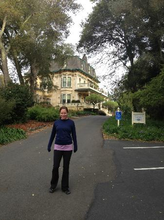 Madrona Manor Wine Country Inn and Restaurant: After our morning run - a lovely front drive