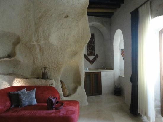 Cappadocia Cave Suites: In room bar