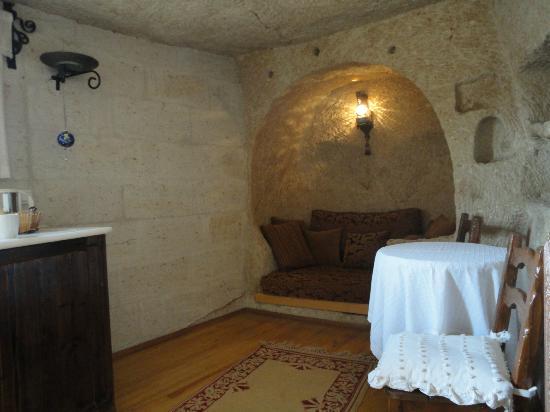Cappadocia Cave Suites: Living room