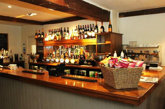 The Cricketers' Arms: The bar