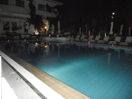 La Piscine Art Hotel: Pool at night,candlelit meals served by the crazy cow restaurant