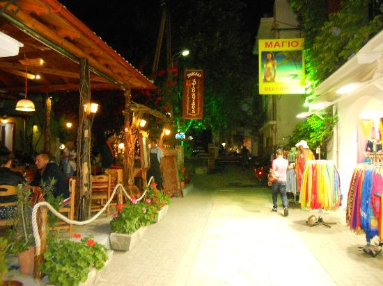 La Piscine Art Hotel: Skiathos street