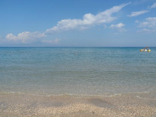 Alykanas Beach Apart-Hotel: beautiful clean shallow water