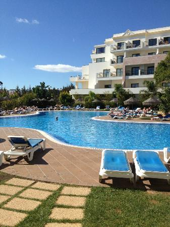 Cerro Mar Atlantico Touristic Apartments: The pool at the Gardens complex