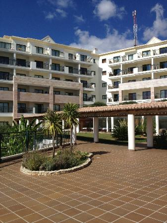 Cerro Mar Atlantico Touristic Apartments: Surrounding area above the pool in the Gradens complex
