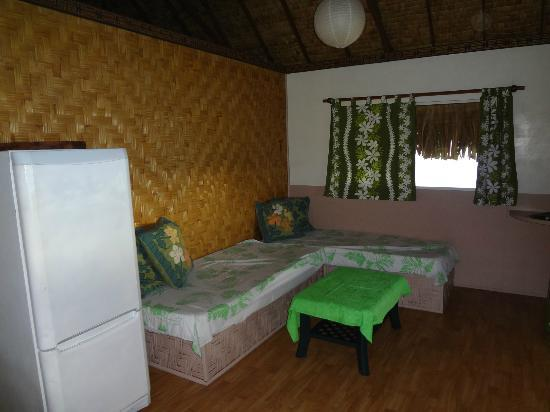 Moorea Fare Miti: Day Beds in Front Room