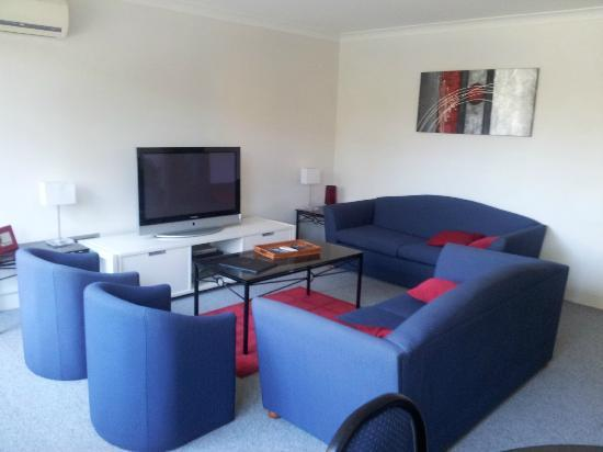 Riverview Apartments: Lounge Room