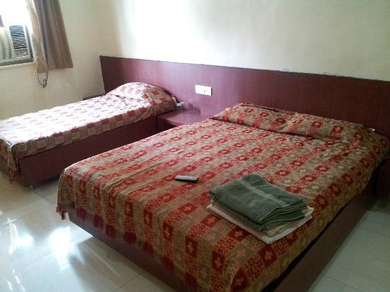 Hotel Sharan: Clean, Neat and Spacious Room