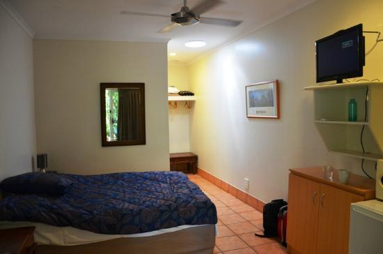 Rainforest Motel: Room