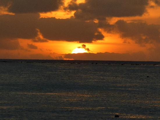 Etu Moana: Sunset from the beach 