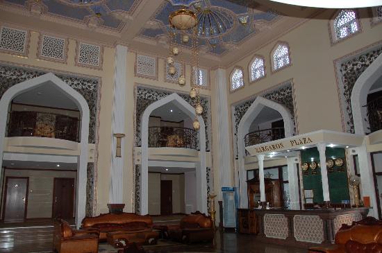 Zargaron Plaza Hotel: Lobby