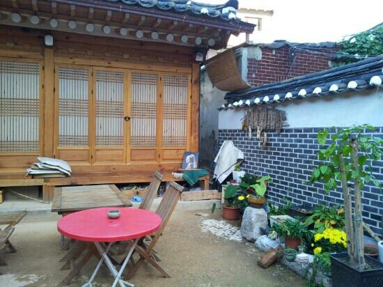 Namhyundang Guesthouse: common area
